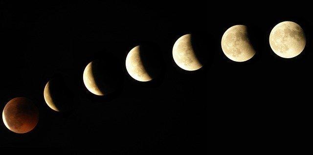 moon-1099732_640